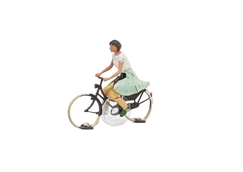 KKb-2 Cyclist woman ready to run